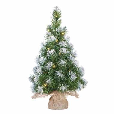 Kunst kerstboom/kunstboom in jute zak met verlichting en sneeuw 60 cm